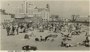 96-07-08-alb10-356, Sunbathers at the beach at Long Beach, c. 1935